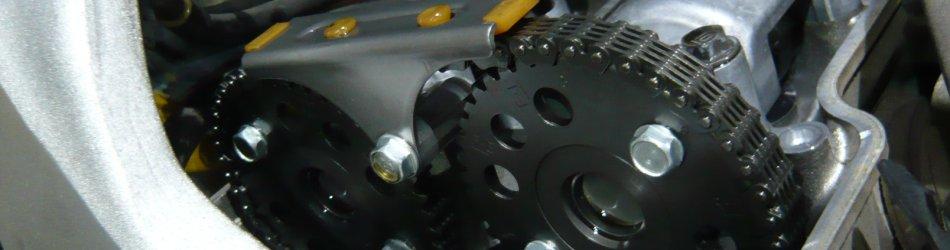最近のバイク屋はあまりやらなくなったと噂のエンジン開け修理。ウチでは日常です。
